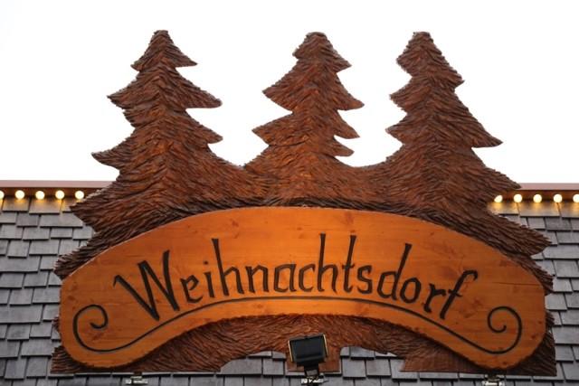 Alltagssterne-unterwegs-Moenchengladbach-Weihnachtsdorf Eingang